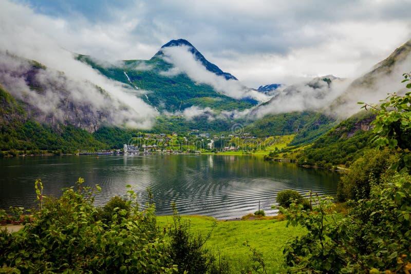 De Fjord van Geiranger stock afbeeldingen