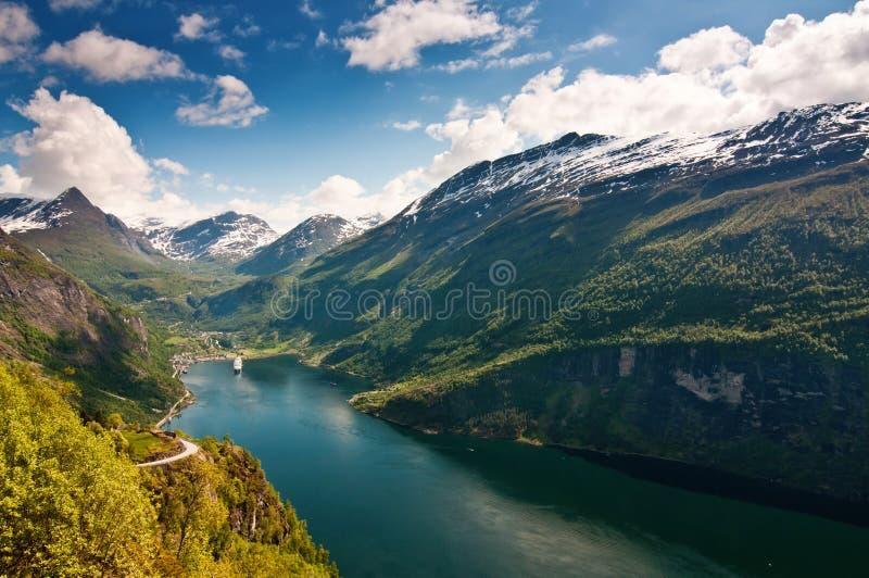 De Fjord van Geiranger (Noorwegen) stock foto's