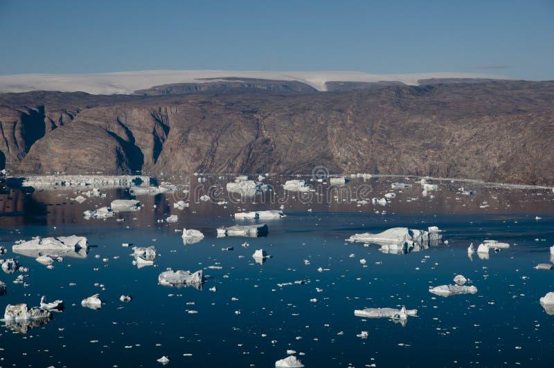 De fjord van ijsbergengroenland  stock foto