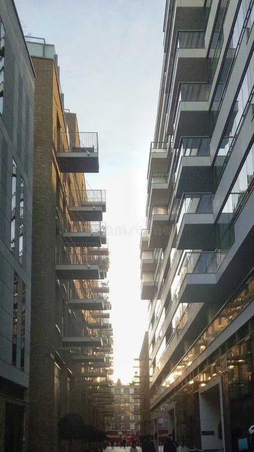 de flat van de torenbrug in Londen stock foto's