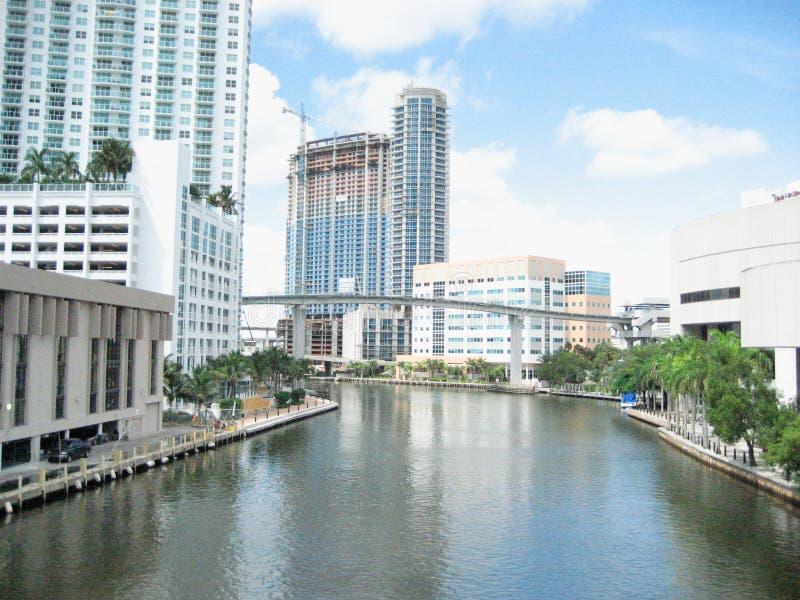 De flatgebouwen met koopflats van de de onroerende goederenluxe van Miami royalty-vrije stock foto's