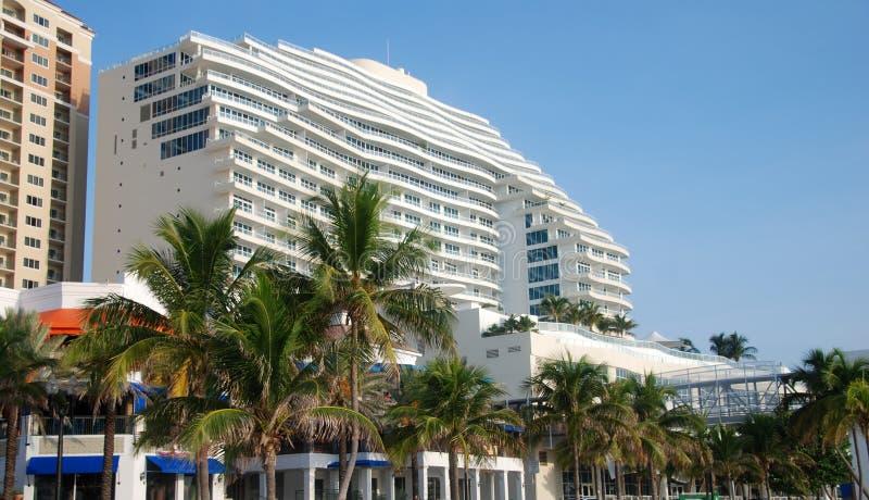 De flatgebouwen met koopflats van de luxe royalty-vrije stock afbeelding
