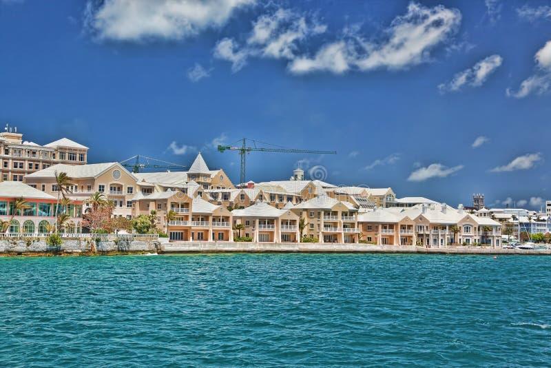De Flatgebouwen met koopflats van de Waterkant van de Bermudas royalty-vrije stock afbeelding
