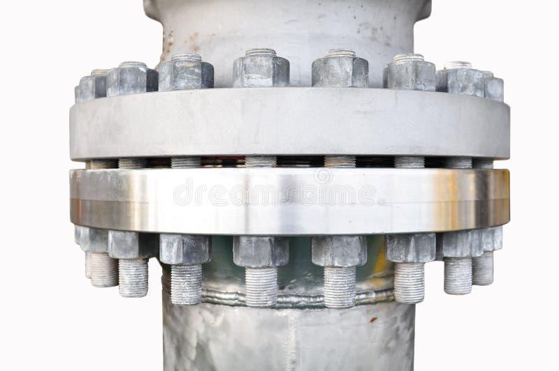 De flenzen van de metaalpijp met bouten op een geïsoleerde achtergrond, Pijplijn in olie en gas de industrie en geïnstalleerd in  royalty-vrije stock afbeelding