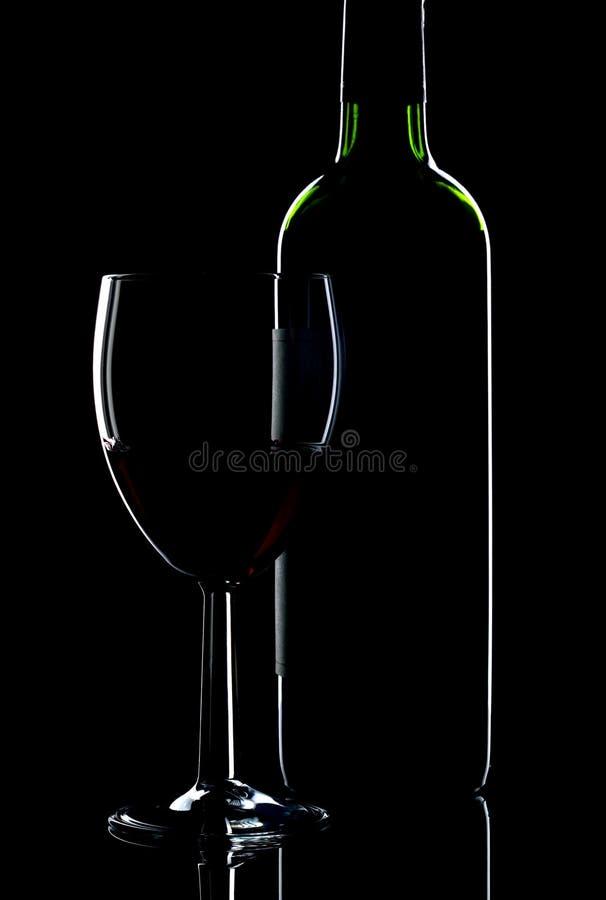 De fles en het glas van de wijn royalty-vrije stock afbeeldingen
