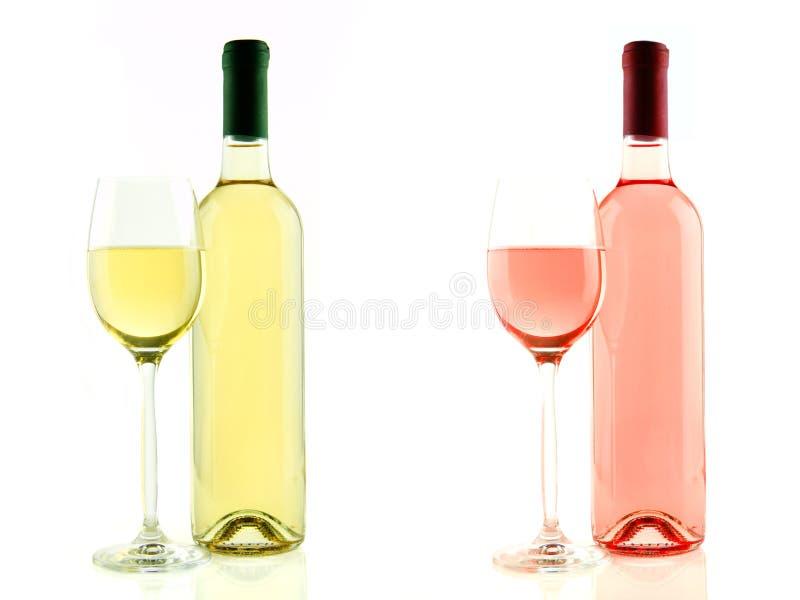 De fles en het glas van wit en namen geïsoleerde wijn toe stock foto