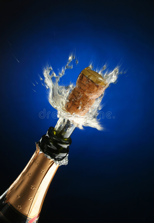 De fles van Champagne klaar voor viering stock foto's