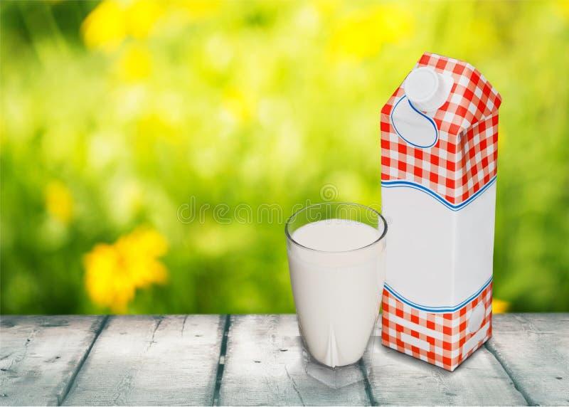 De fles van de melk stock fotografie