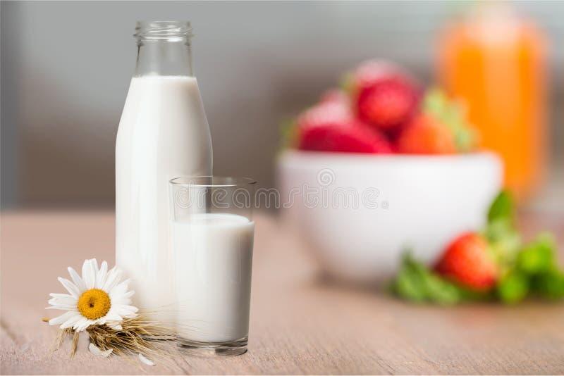 De fles van de melk stock foto