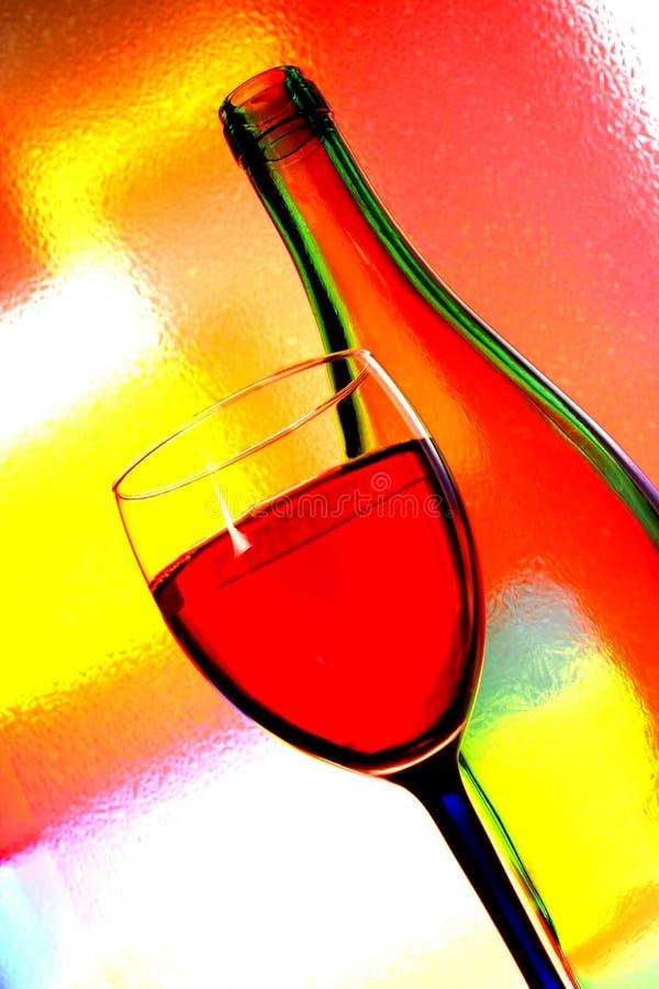 De Fles van de wijn & de Samenvatting van het Glas stock afbeelding