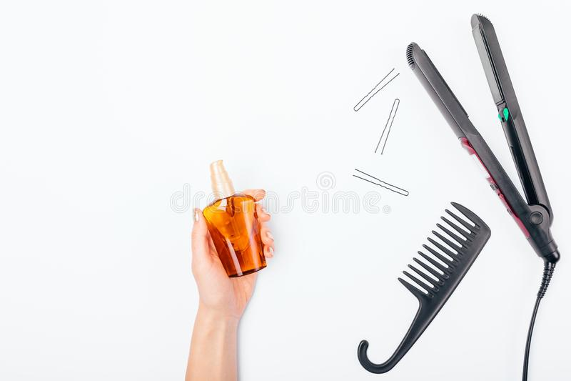 De fles van de de handholding van het wijfje kosmetische olie stock foto