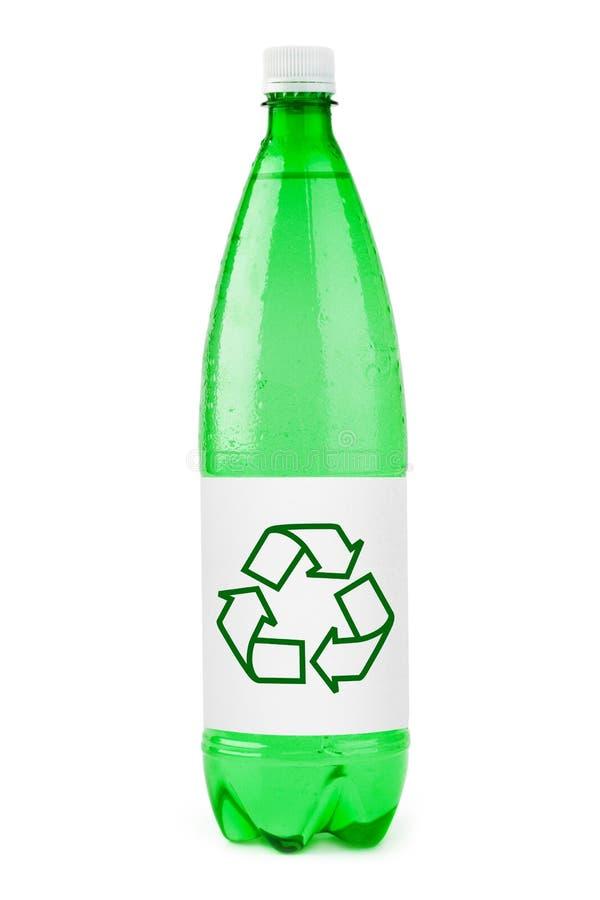 De fles van het water met het recycling van teken stock foto