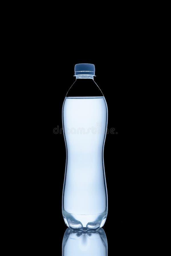 De fles water is stock foto's