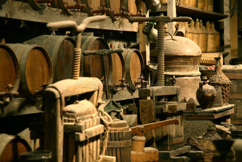 De flessen van de antiquair met wijn. royalty-vrije stock afbeelding