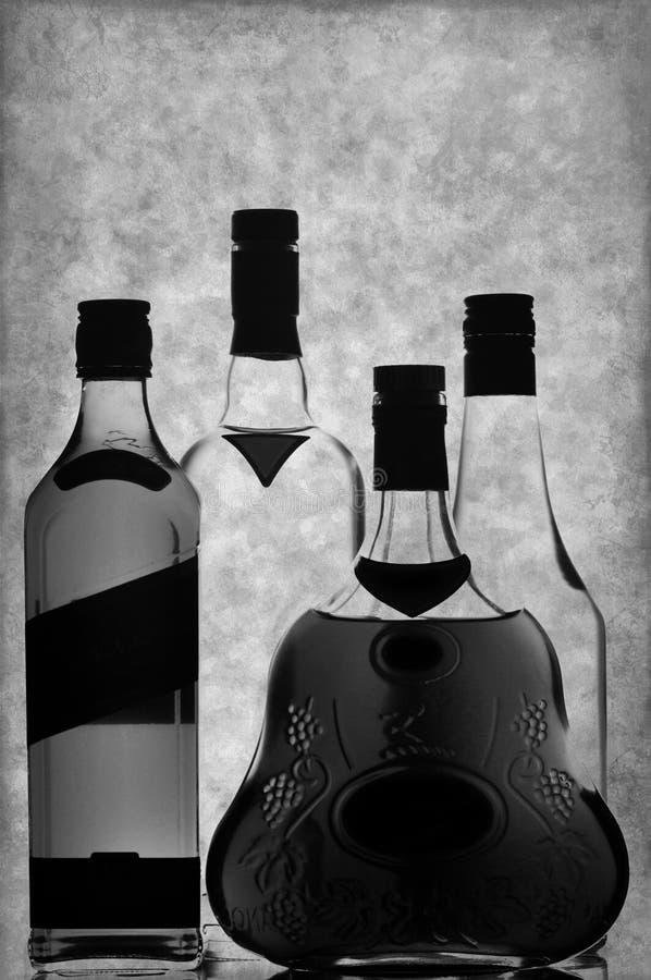 De flessen van de whisky, van de cognac en van de wodka royalty-vrije stock fotografie