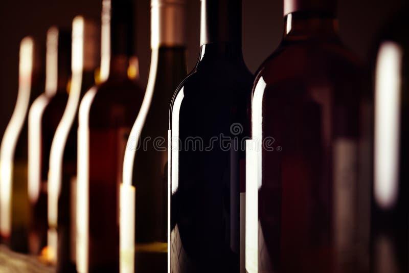 De flessen van de wijn royalty-vrije stock afbeeldingen