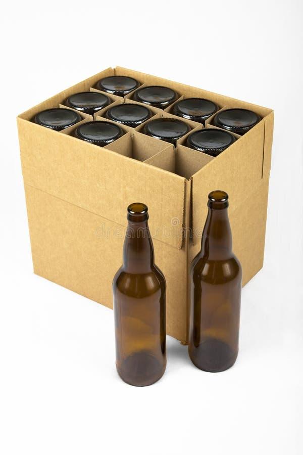 De Flessen van het bier in een Doos stock foto