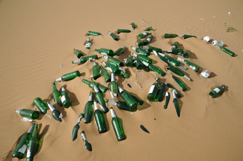 De flessen van het huisvuil stock foto