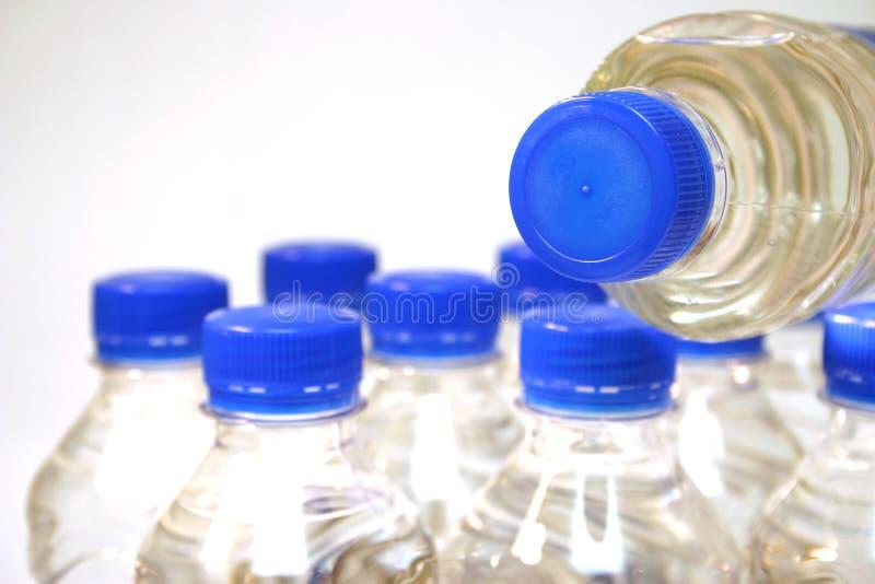 De flessen van het water stock foto's