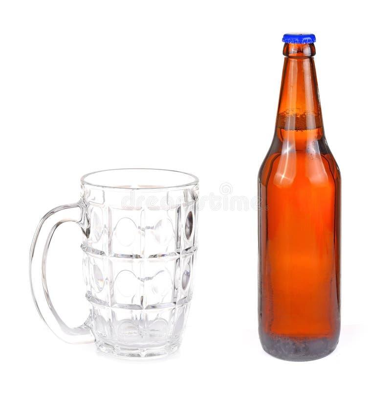 De flessen witte achtergrond van het glasbier stock fotografie