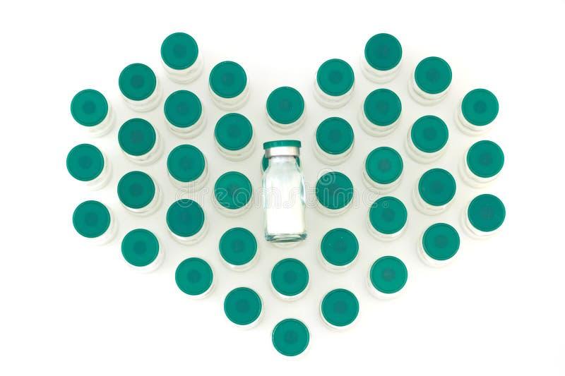 De flessenhart van de glasgeneeskunde op witte achtergrond wordt gevormd die royalty-vrije stock afbeeldingen