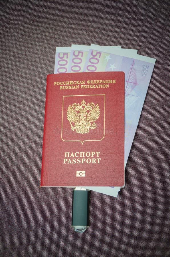 De flitsaandrijving wordt verbonden met het paspoort van de burger van t royalty-vrije stock afbeelding