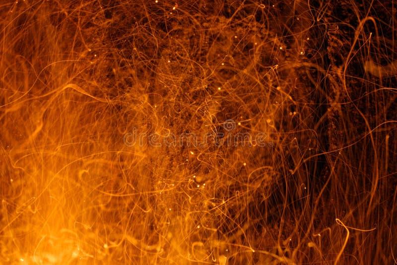 Download De Fonkelingen Van De Brand Stock Afbeelding - Afbeelding bestaande uit sinaasappel, blootstelling: 30505