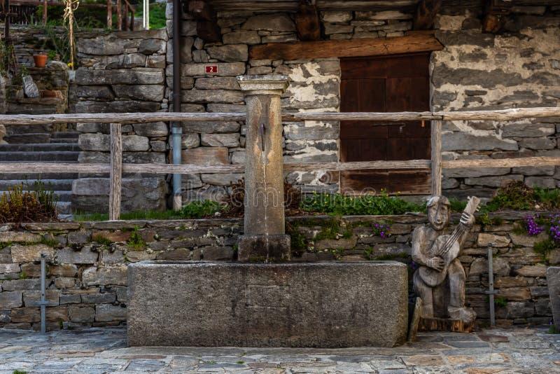De fontein in de berg royalty-vrije stock foto's