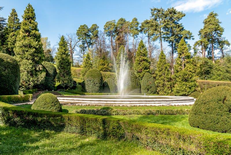 De fontein in het openbare park van Estense-Paleis in Varese, Italië royalty-vrije stock fotografie