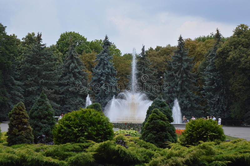 De fontein in het Park stock afbeeldingen