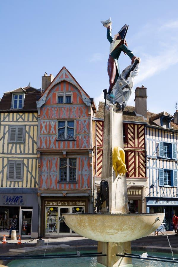 De fontein met Kadet Rousselle in de stad van Auxerre in Frankrijk royalty-vrije stock foto