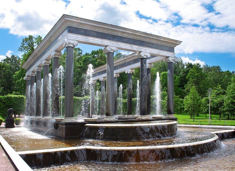 De fontein in tuin. royalty-vrije stock foto's