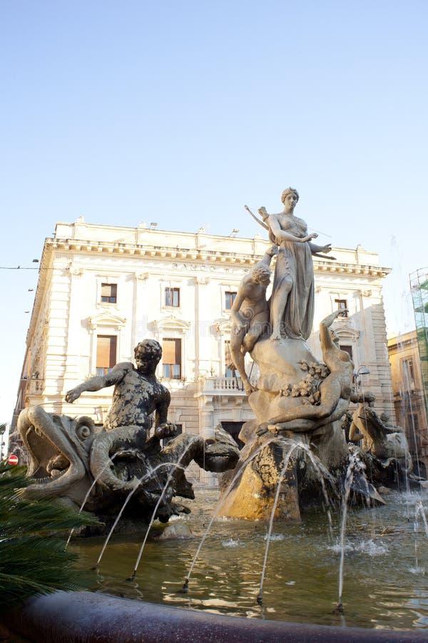 De fontein van Artemide, Siracusa stock afbeeldingen