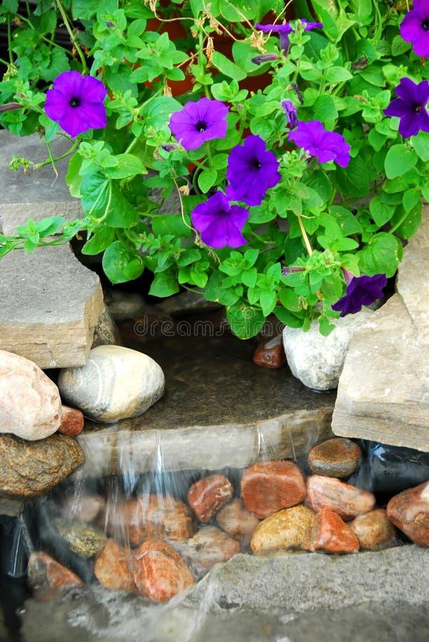 De fontein van de rots stock afbeelding