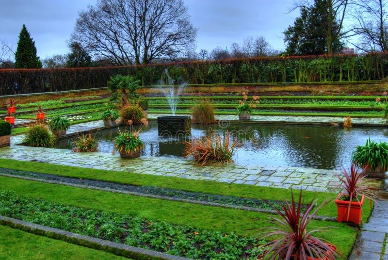 De Fontein van de tuin stock fotografie