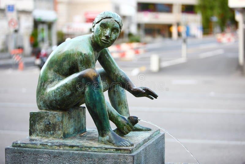 De fontein van het bronsstandbeeld stock afbeeldingen