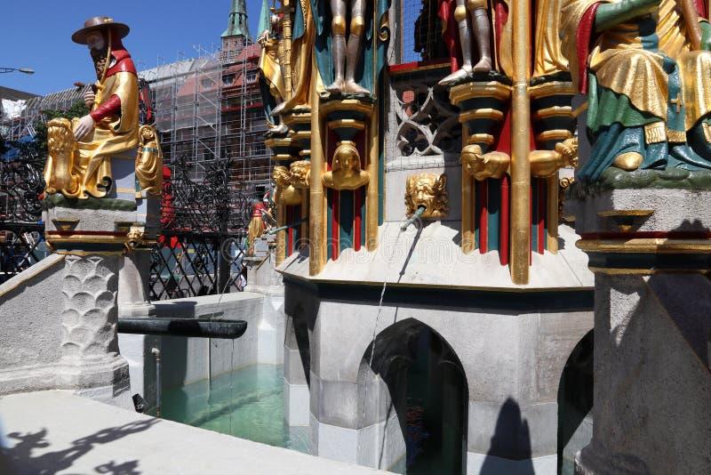 De fontein van Nuremberg stock afbeeldingen