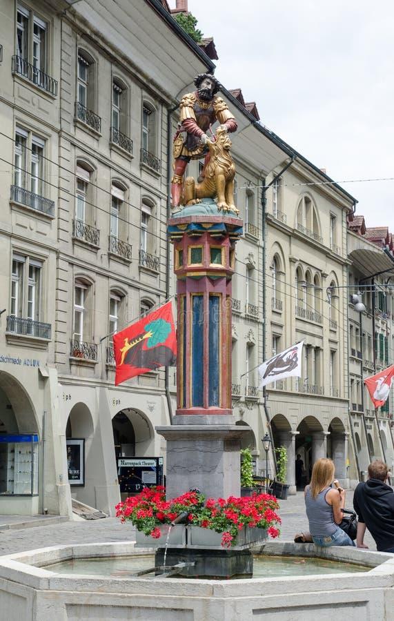 De fontein van Simsonbrunnen of Samson-is een fontein op Kramgasse in de Oude Stad van Bern, Zwitserland stock fotografie