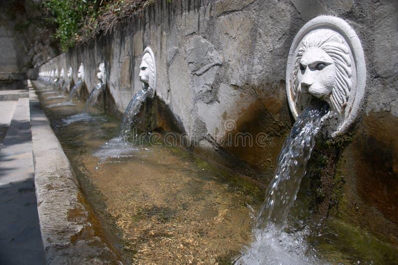 Download De fonteinen van Spili stock afbeelding. Afbeelding bestaande uit trog - 35999