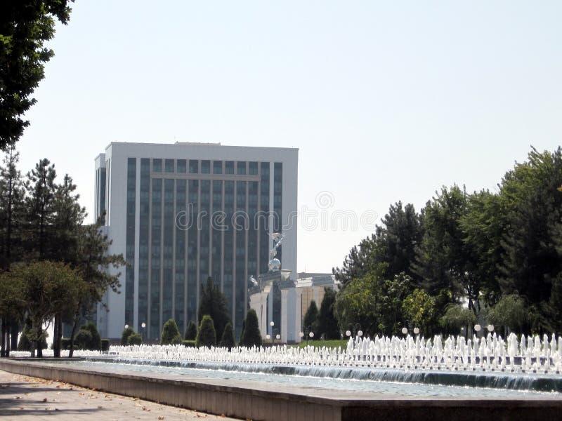 De fonteinen van Tashkent dichtbij Ministerie van Financiën 2007 royalty-vrije stock afbeeldingen