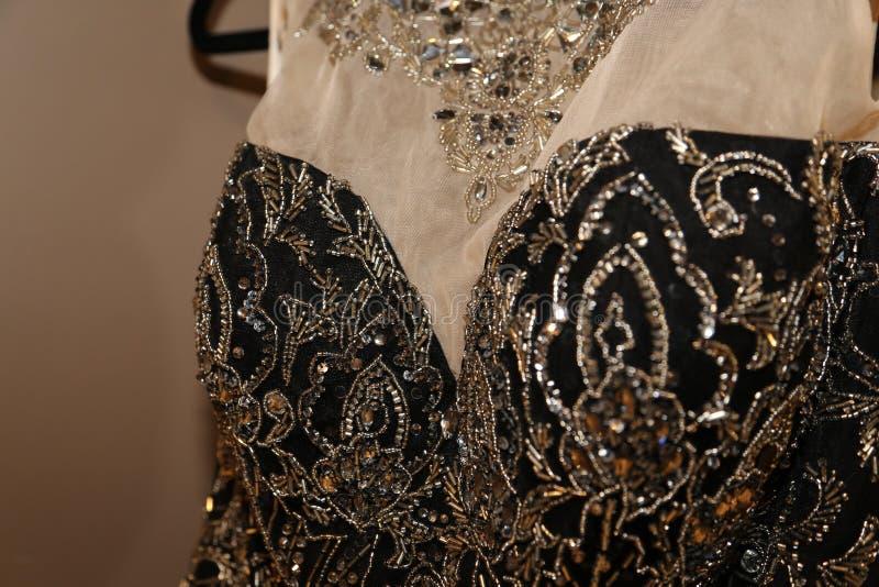 De formele kledingstukindustrie die buitensporige toga's voor de industrie van de promkleding vervaardigen stock fotografie