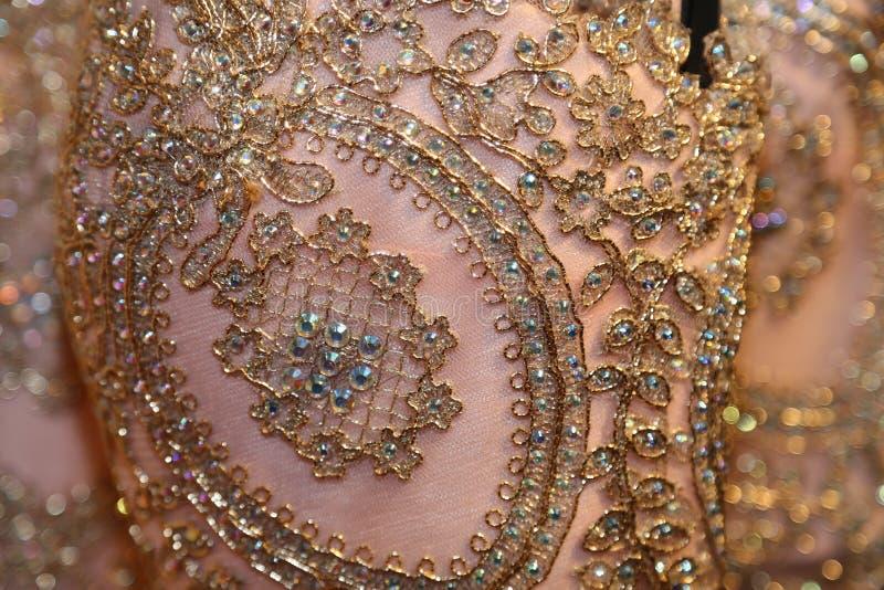 De formele kledingstukindustrie die buitensporige toga's voor luxeboutiques vervaardigen! stock foto's