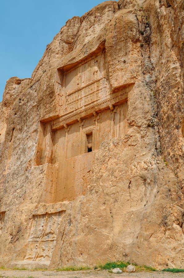 De forntida gravvalven av Achaemeniddynastikonungar av Persien snidas i stenig klippa i Naqsh-e Rustam, Iran royaltyfri foto