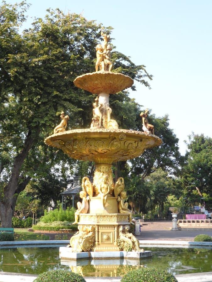 De foto's van het tuinpark in Bangkok, Thailand zijn Er vele interessante plaatsen zowel Thaise als buitenlandse toeristen Kom p  stock foto