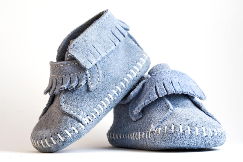 De foto van de close-up van blauwe babyschoenen stock fotografie