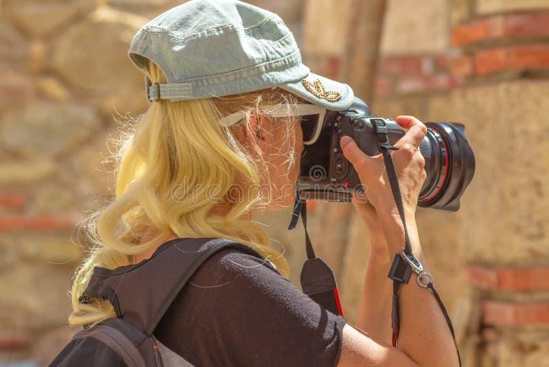 De fotograaf van de reisvrouw royalty-vrije stock foto