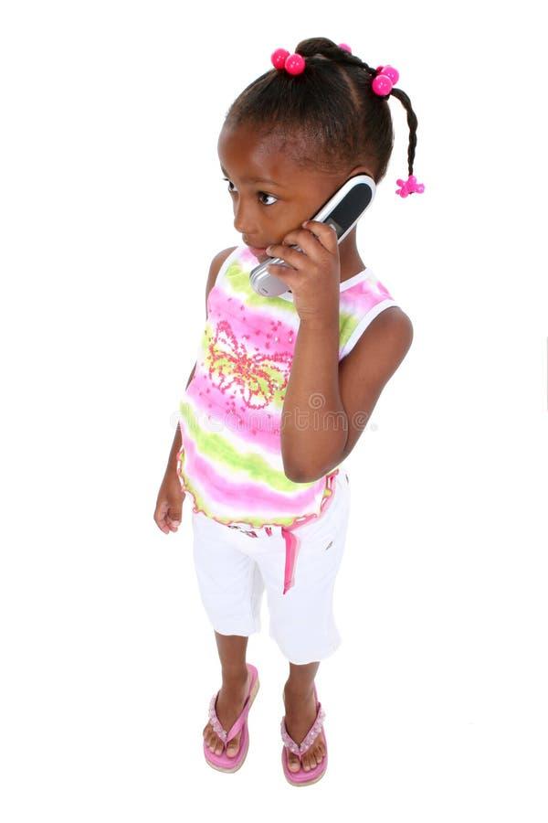 De Fotografie van de voorraad: Aanbiddelijk Jong Meisje dat zich met Cellphone bevindt royalty-vrije stock afbeeldingen