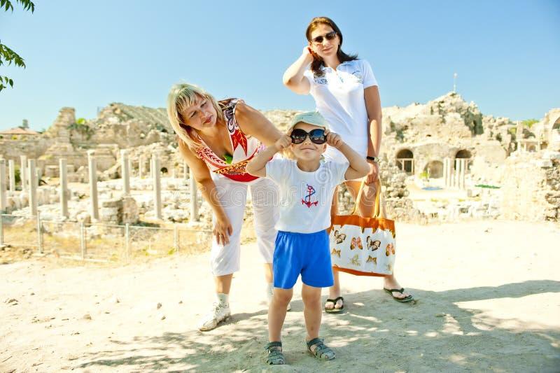 De foto van de familie op vakantie. stock afbeeldingen