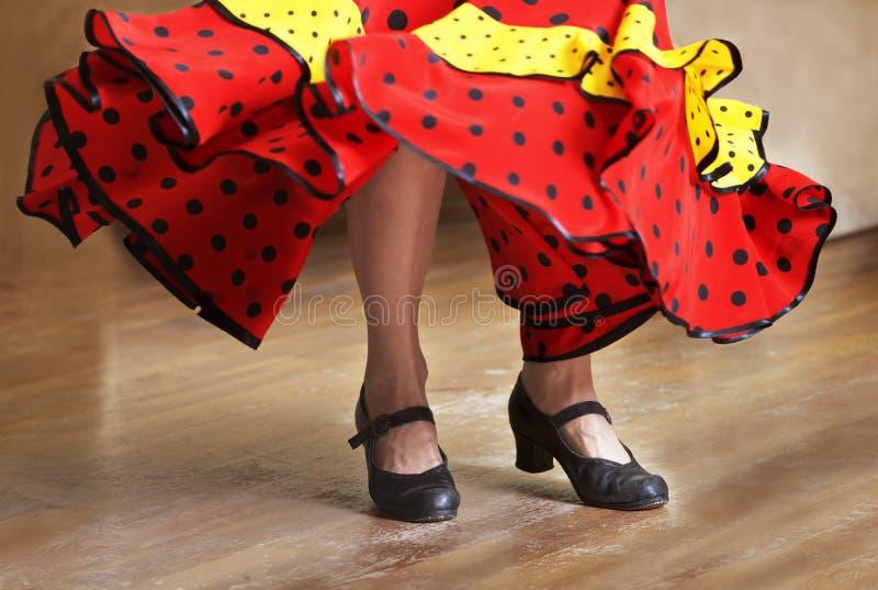De fragmentfoto van flamencodanser, slechts benen bebouwde, de foto van het Benenfragment van flamencodanser, Spaanse dans royalty-vrije stock foto's