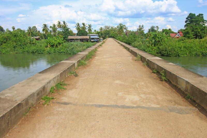 De Franse spoorweg concrete brug in zuidelijk Laos royalty-vrije stock foto's